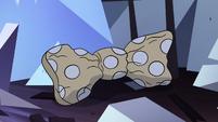 S4E24 Wrinkled polka-dot bow on the floor
