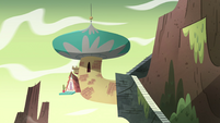 S4E5 Marco's bedroom appears at the temple