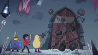 S4E1 Star, Marco, and River find locked door
