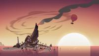 S4E2 Hot air balloon leaving Pie Island