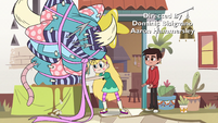 S2E29 Star Butterfly sets down Marco's present