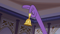 S3E10 Tiny bell in Queen Butterfly's hand
