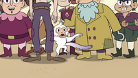 S4E2 White monkey appears in the crowd
