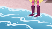 S4E19 Water washing up on Star's boots
