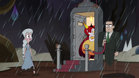 S4E36 Moon Butterfly entering the tavern
