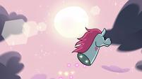 S3E35 Pony Head flies up into the sky