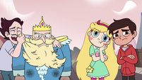 S4E1 Mewman dries his eyes with River's beard
