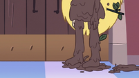 S3E27 Star Butterfly covered in mud