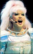 Pearl Aus 87 Nikki Belsher 01
