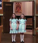 Близнецы Грэди в комнате