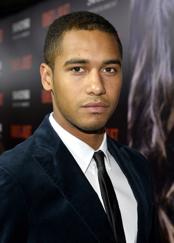 Elliot Knight.png