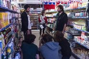 Behind--scenes-look-how-grocery-store-scene-came-together