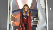 Supergirl-how-does-she-do-it