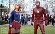 Supergirl-and-the-flash 0