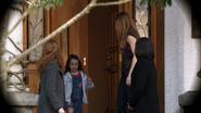 Дин наблюдает за подросшей Эммой