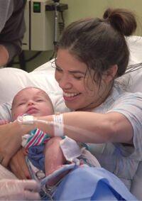S04E05-Amy w baby long.jpg