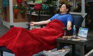 S03E12-Dina relaxing