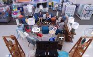 S03E16-Jonah Kelly cramped display