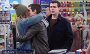S02E16-Customers kissing