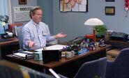 S04E13-Glenn in office