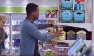 S03E17-Customer drinks beer
