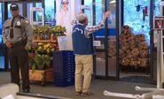 S02E14-Brett opens front door