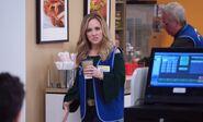 S03E12-Kelly at cafe