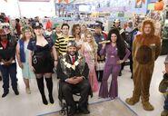 S03E05-Cast in costumes