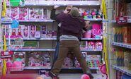 S02E09-Two customer fight