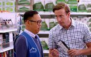 S01E03-Larry Indecisive Shopper2