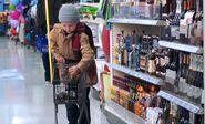 S04E12-Child buys booze