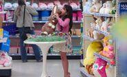 S04E16-Girl eats bunny