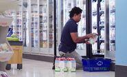 S02E16-Customer w milk