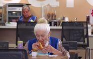 S02E12-Myrtle eats hot dog