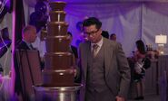 S04E17-Man chocolate fountain