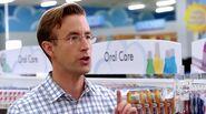 S01E03-Larry Indecisive Shopper