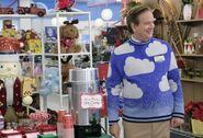 S03E07-Glenn cloud sweater