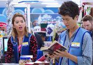 S02E08-Sue reads book