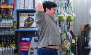 S04E14-Customer back scratch