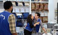 S03E15-Amy Jonah near kiss