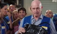 S02E10-Chris draws a purse