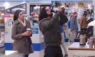 S04E09-Customer drinks milk