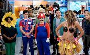 S04E04-Costumes episode still