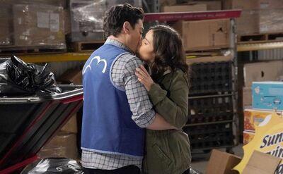S03E20-Amy Jonah kiss.jpg