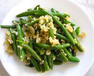 Салат из риса и стручков 2