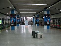 800px-Shi Jie Zhi Chuang Station Line 1 Platform.jpg