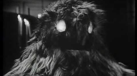 Yeti_attack!_-_The_Web_of_Fear_-_Doctor_Who_-_BBC
