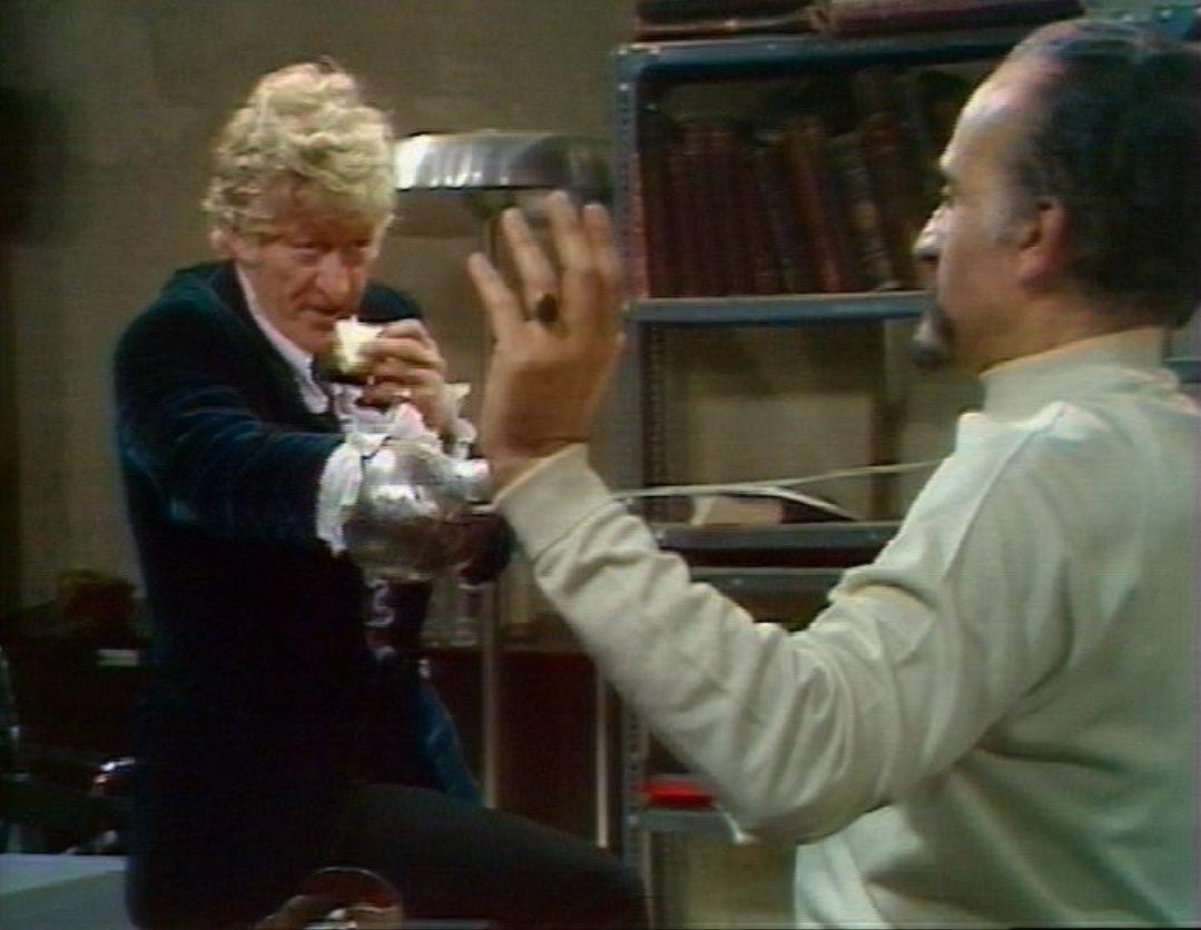 Doctor eats sandwich during Master fight.jpg