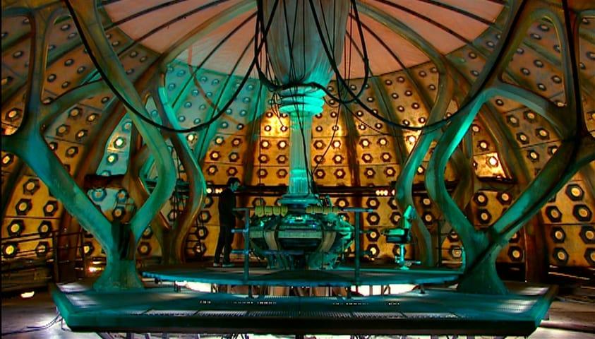 Ninth Tenth Doctor control room.jpg