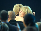 Taylor Swift - 2010 American Music Awards (49)